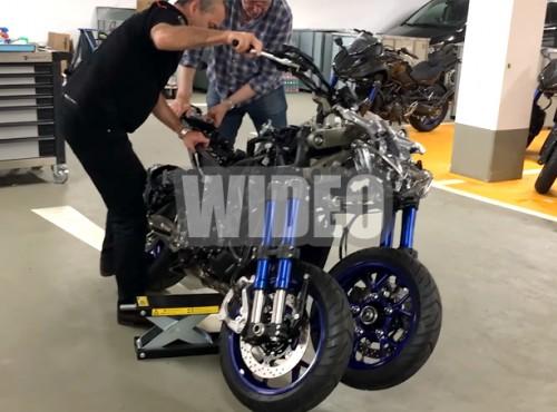 Zawieszenie Yamaha Niken przód - jak to skręca, jak amortyzuje, jak działa?