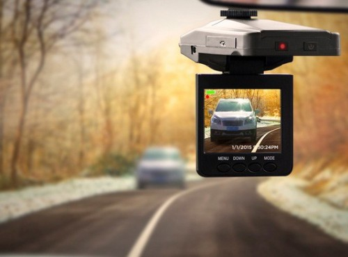Kierowcy kręcą filmy wideorejestratorami, a policja wystawiła rekordową liczbę mandatów