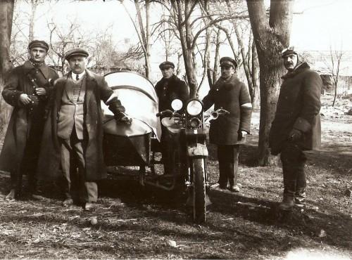 Polscy żołnierze na motocyklach w czasie I wojny światowej
