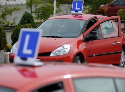 Brytyjski pomysł na prawo jazdy. Czy kurs trwający rok ma sens?