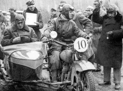 Pierwsza polska fabryka motocykli Lech i historia motocykla CWS M 55
