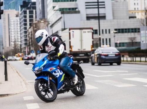 Czy motocykle z silnikami o pojemności 125 cm3 powinny być łatwo dostępne? Hiszpania ma wątpliwości
