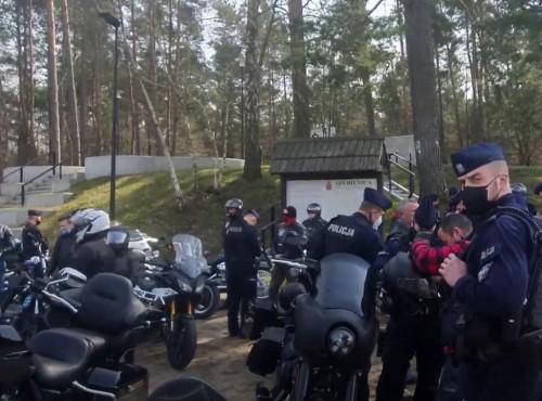 Motocykliści z Harley-Davidson Podlasie Club chcieli pomóc koledze, ale policja zrobiła nalot. Posypały się mandaty