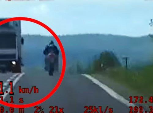 Pirat drogowy z powiatu bieszczadzkiego został zatrzymany przez policjantów grupy SPEED [FILM]
