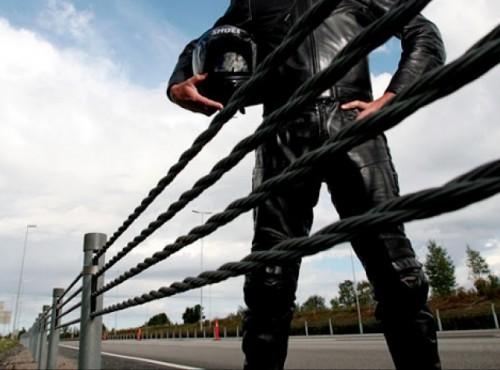 Bariery linowe są niebezpieczne dla motocyklistów, dlatego Szwecja chce je zlikwidować