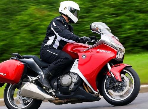 Przekładnie CVT i DCT w motocyklach. Dlaczego wciąż nie są powszechne?
