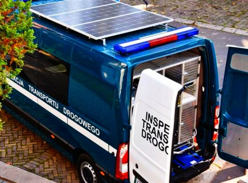 Solarny radiowóz kosztował niemałe pieniądze, ale zaoszczędzi na paliwie korzystając z darmowej energii Słońca