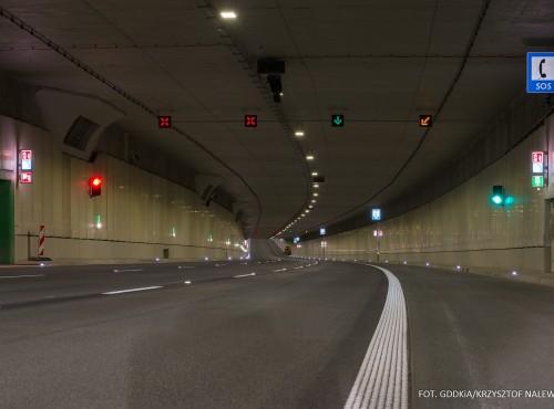 Południowa Obwonica Warszawy z problemami - strażacy znów nie dopuścili tunelu, a mieszkańcy skarżą sięna hałas