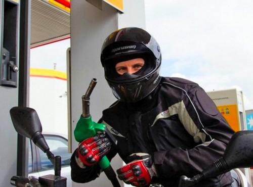 Ecodriving to sposób na rosnące ceny paliw. Kilka zasad pozwoli zaoszczędzić na paliwie. To się opłaca?