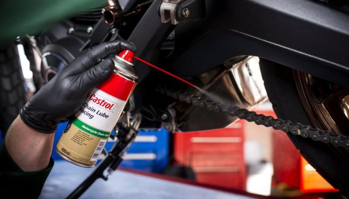 Jak dbać o łańcuch napędowy w motocyklu? 6 zasad