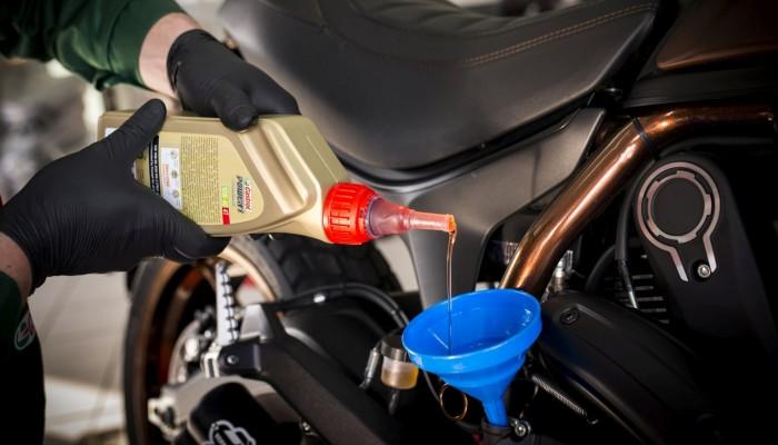 Olej motocyklowy - nie tylko smaruje!