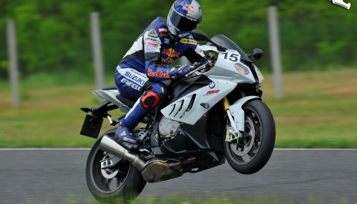 Kontrola trakcji w motocyklu - pomaga czy przeszkadza?