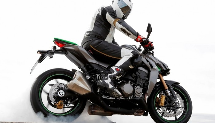 Motocykle klasy naked - czym dziś wabią klientów?