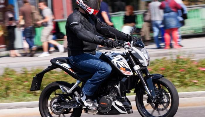 Pojedziesz motocyklem bez prawa jazdy na motocykl - legalnie!