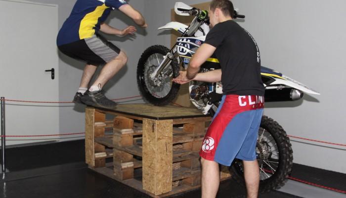 Ćwiczenia dla motocyklisty, które możesz robić w domu