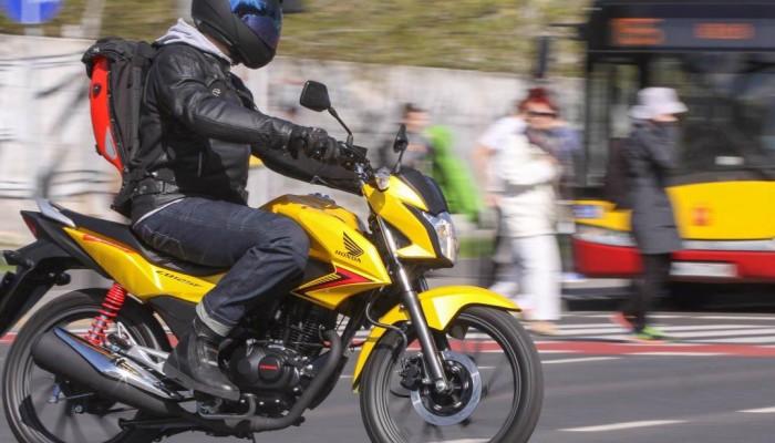 Motocykl czy komunikacja miejska? Wybór jest oczywisty.