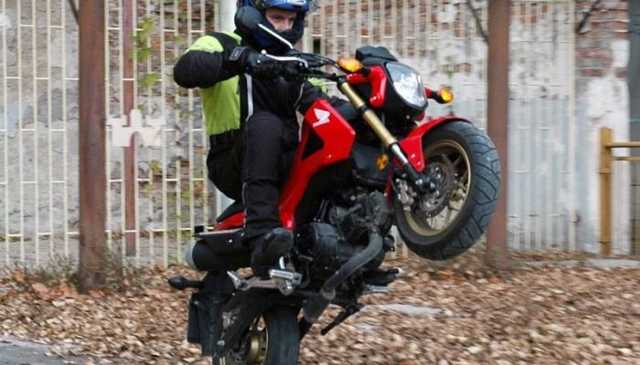 Motocykl versus skuter 125 ccm - plusy i minusy