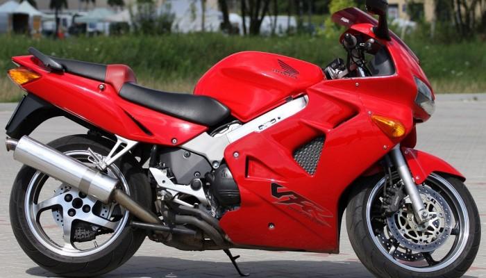 Jaki motocykl sportowo-turystyczny do 10 tys. zł - Honda VFR 800 i 750