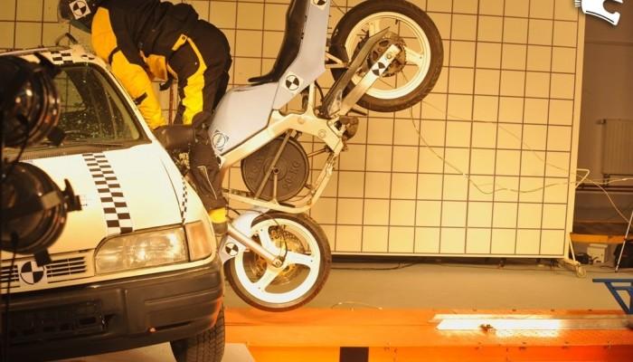 Crash test motocykla w PIMOT
