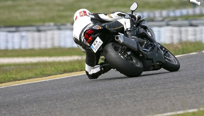 Jazda motocyklem - jak patrzeć w zakręcie?
