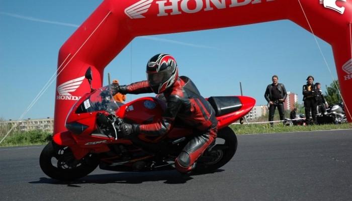 Motocyklowy program szkoleń Honda ProMotor - praca u podstaw