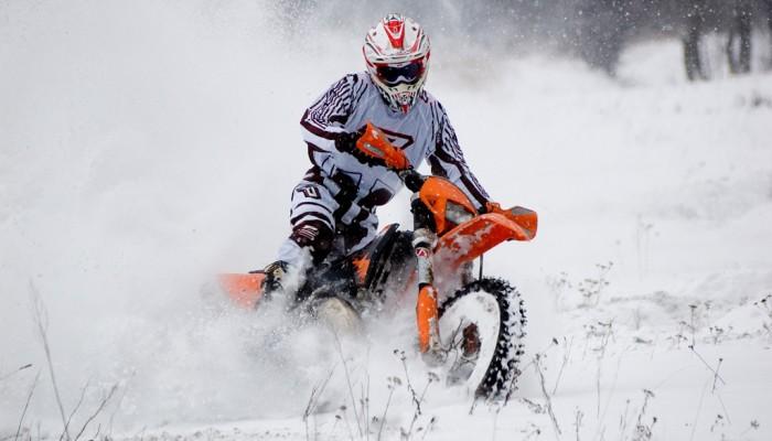 Łukasz Kurowski i jazda motocyklem po śniegu - wywiad z mistrzem