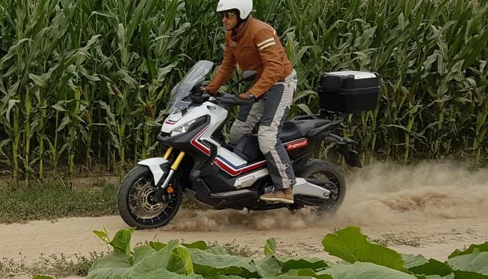 Honda X-ADV 2017 - turystyczne enduro w nadwoziu skutera
