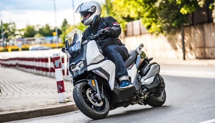 BMW C 400 X - szybki skuter, który kocha zakręty [TEST]