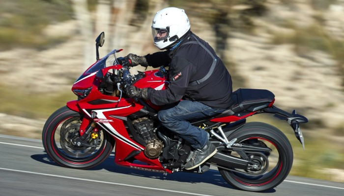 Testy nowej Hondy CBR 650 R na krętych drogach południowej Hiszpanii