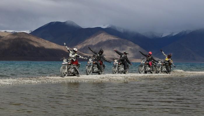 Orlice wylądowały - motocyklistki zdobyły Himalaje