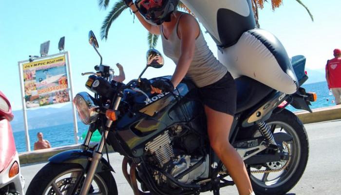 Motocyklistka w samotnej wyprawie na Korfu
