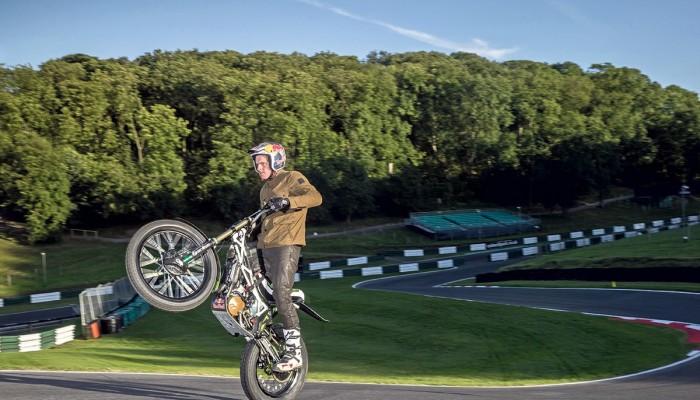 Dougie Lampkin jedzie na rekordowe wheelie