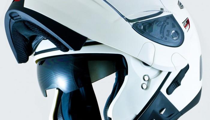 Jaki kask motocyklowy? Szczękowiec z blendą czy integral?