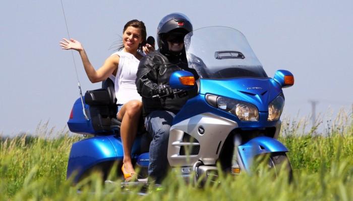 Jak bezpiecznie jeździć motocyklem na wiosnę? Po pierwsze zmień myślenie