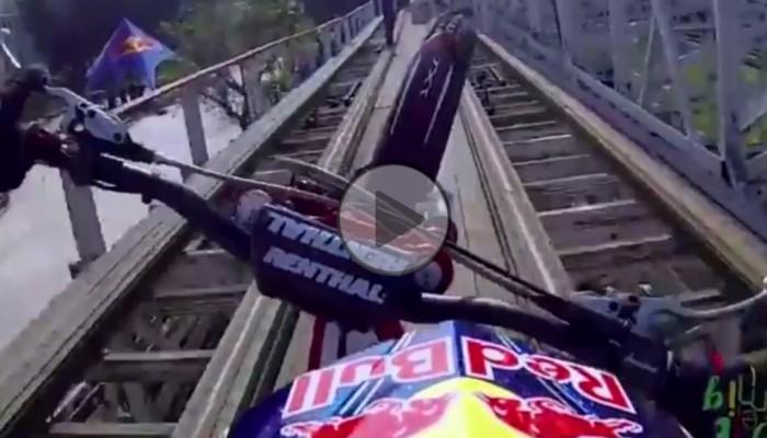 Motocyklem po trasie kolejki górskiej
