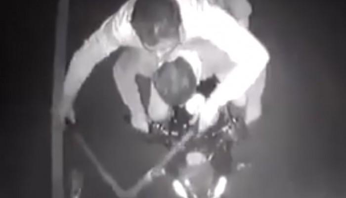 Nieudany złodziejski skok na tira przy użyciu motocykla
