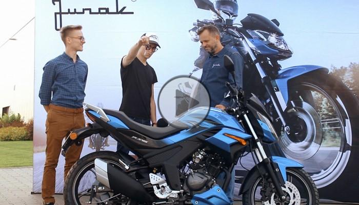 Błażej wraz z bratem wygrał nowego Junaka RS 125 w filmowym konkursie #mójjunak