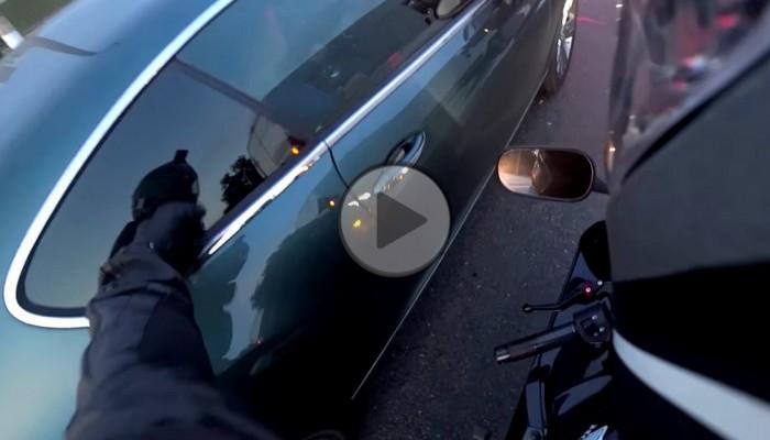 Cham z Bentleya dostaje lekcję kultury od motocyklisty