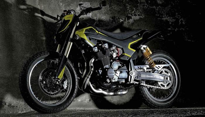 Yamaha XJR1300 VR46 Mya flat track 17 z