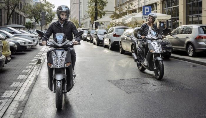 Warszawiacy polubili jazdę skuterami na minuty. Sukces Systemu Skuterów Miejskich