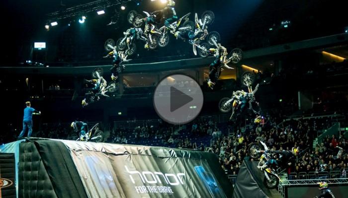 Diverse NIGHT of the JUMPs: podwójnym Backflipem wprost na podium - Luc Ackermann wygrywa w Berlinie