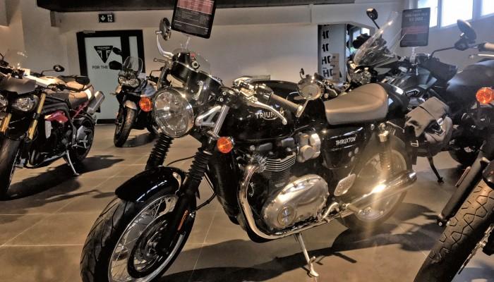 Używane Gwarantowane. Prawie nowy Triumph Thruxton 1200 czeka w warszawskim salonie