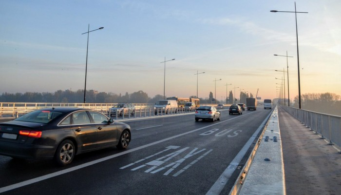Policja: motocykliści precz od buspasów! Wiceprezydent Warszawy zapowiada walkę do końca