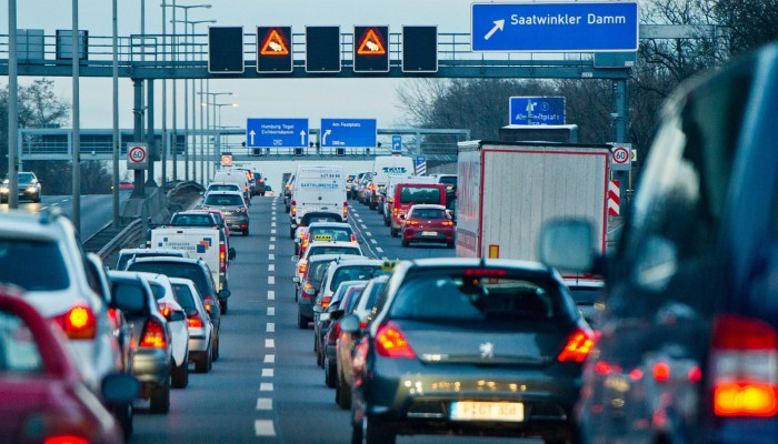 Inteligentne znaki drogowe. Naukowcy z Krakowa i Gdańska pracują nad niezwykłym systemem