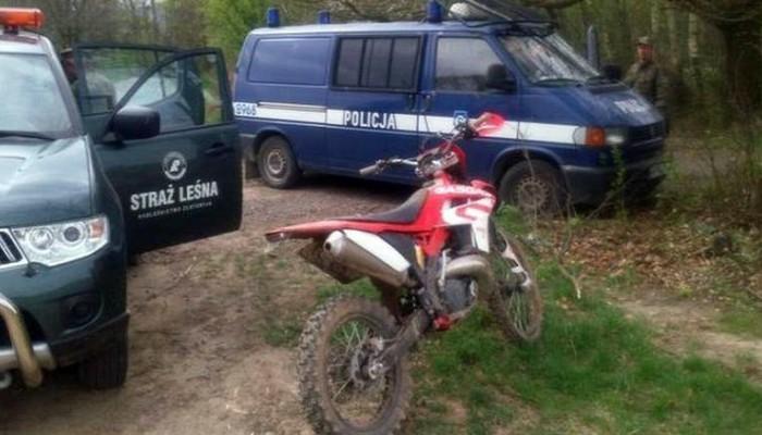 Jelenia Góra. Areszt i gigantyczna grzywna za wjazd motocyklem do lasu