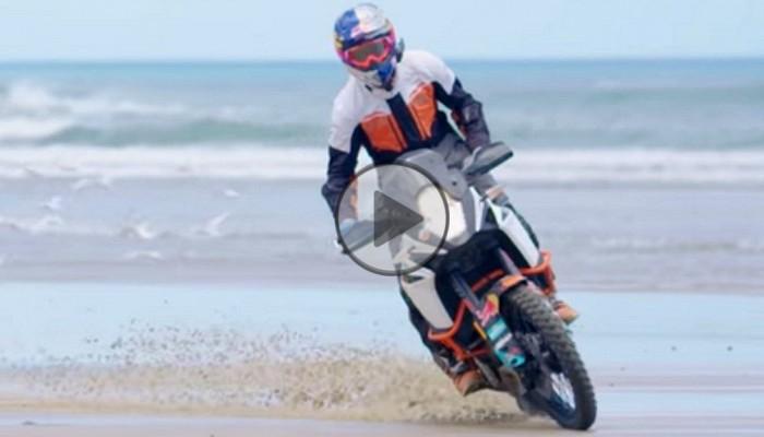 KTM 1090 Adventure, Chris Birch i mistrzowska jazda nadmorskim wybrzeżem [FILM]