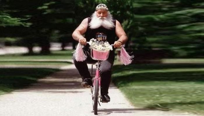 harleyowiec na rowerze z