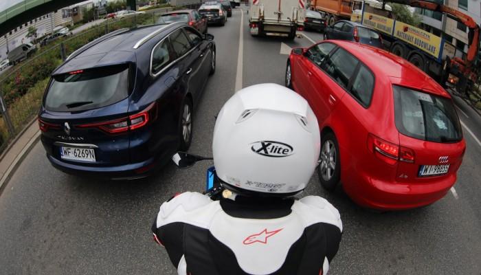 Jak strój zmienia motocyklistę oraz jego postrzeganie. Psychologia motocykla
