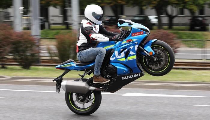 Jestem lepszy niż inni motocykliści. Skąd się bierze przecenianie swoich możliwości?