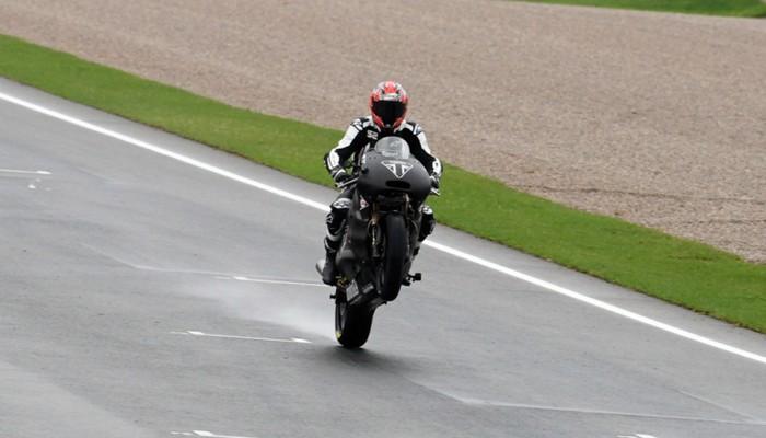 Triumph ukończył pierwsze testy trzycylindrowego silnika do Moto2